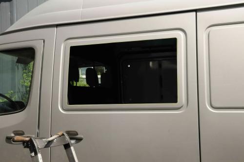 … Fensteröffnung mit der Stichsäge ausgeschnitten