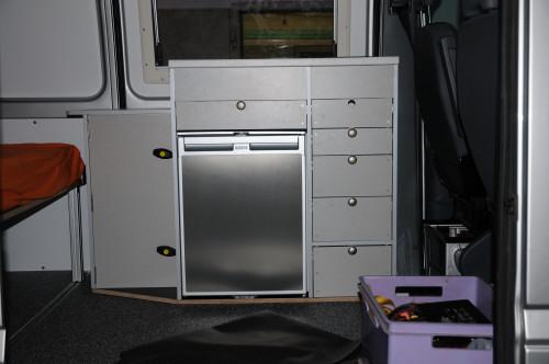 … so sieht der Küchenblock mit seinen Schubladen aus
