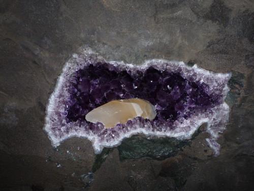 …Amethystdruse im Basalt
